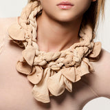 NUDE TWISTED collar with petals