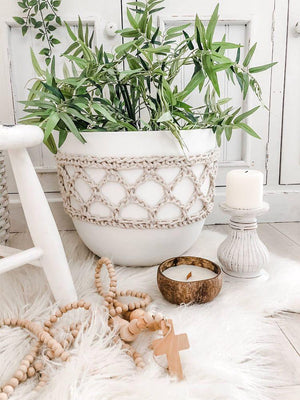 Load image into Gallery viewer, Macrame Hugger Pot
