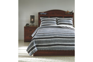 Ashley Furniture Gray/Cream Merlin Full Coverlet Set