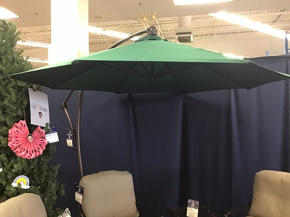 9' cantilever umbrella $297 compared to $699