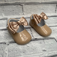 Load image into Gallery viewer, Camel Pram Shoe