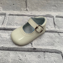 Load image into Gallery viewer, Cream Pram Shoe
