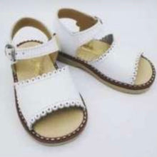 Load image into Gallery viewer, Aladino Girls White Sandal