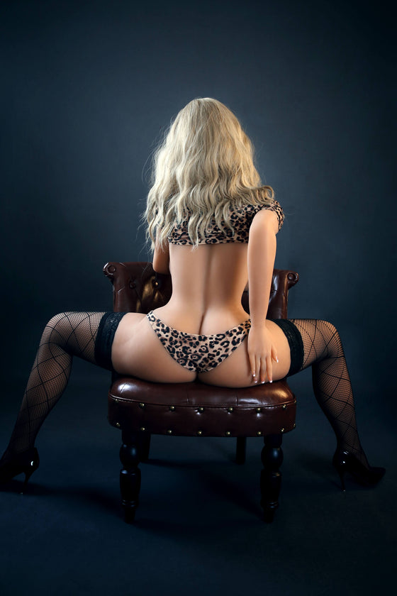 Brooke: Stunning Big Ass Cougar Love Doll - Dollzzz.com