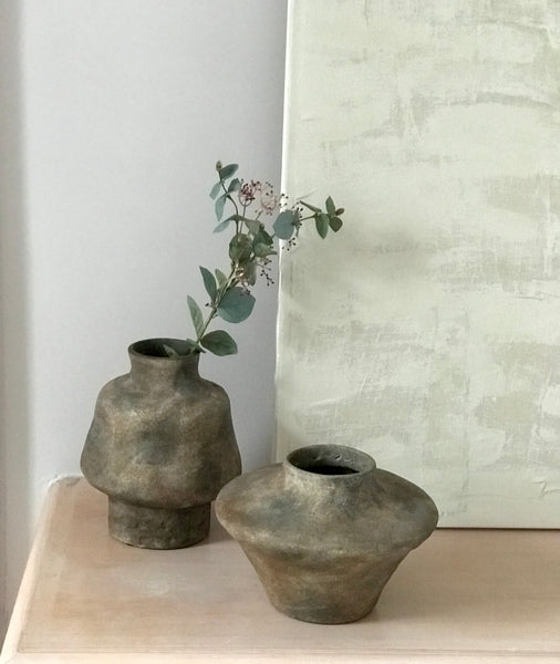 Ceramic vase brown round