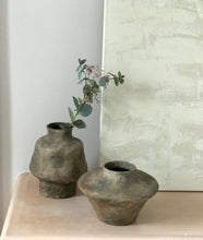 Load image into Gallery viewer, Ceramic vase brown oblong