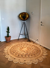 Load image into Gallery viewer, Jute rug with flower patterns. - Zetuké Home Decor