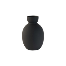 Load image into Gallery viewer, Black vase