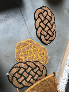 Knotted doormat with yellow border - Zetuké Home Decor