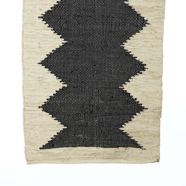 Leather rug broken white with black center - Zetuké Home Decor