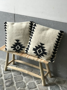 Pillow with aztec patterns - Zetuké Home Decor