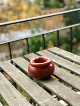 Load image into Gallery viewer, Red ceramic ashtray - Zetuké Home Decor