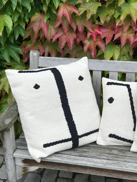 Decorative cushion cover with face - Zetuké Home Decor