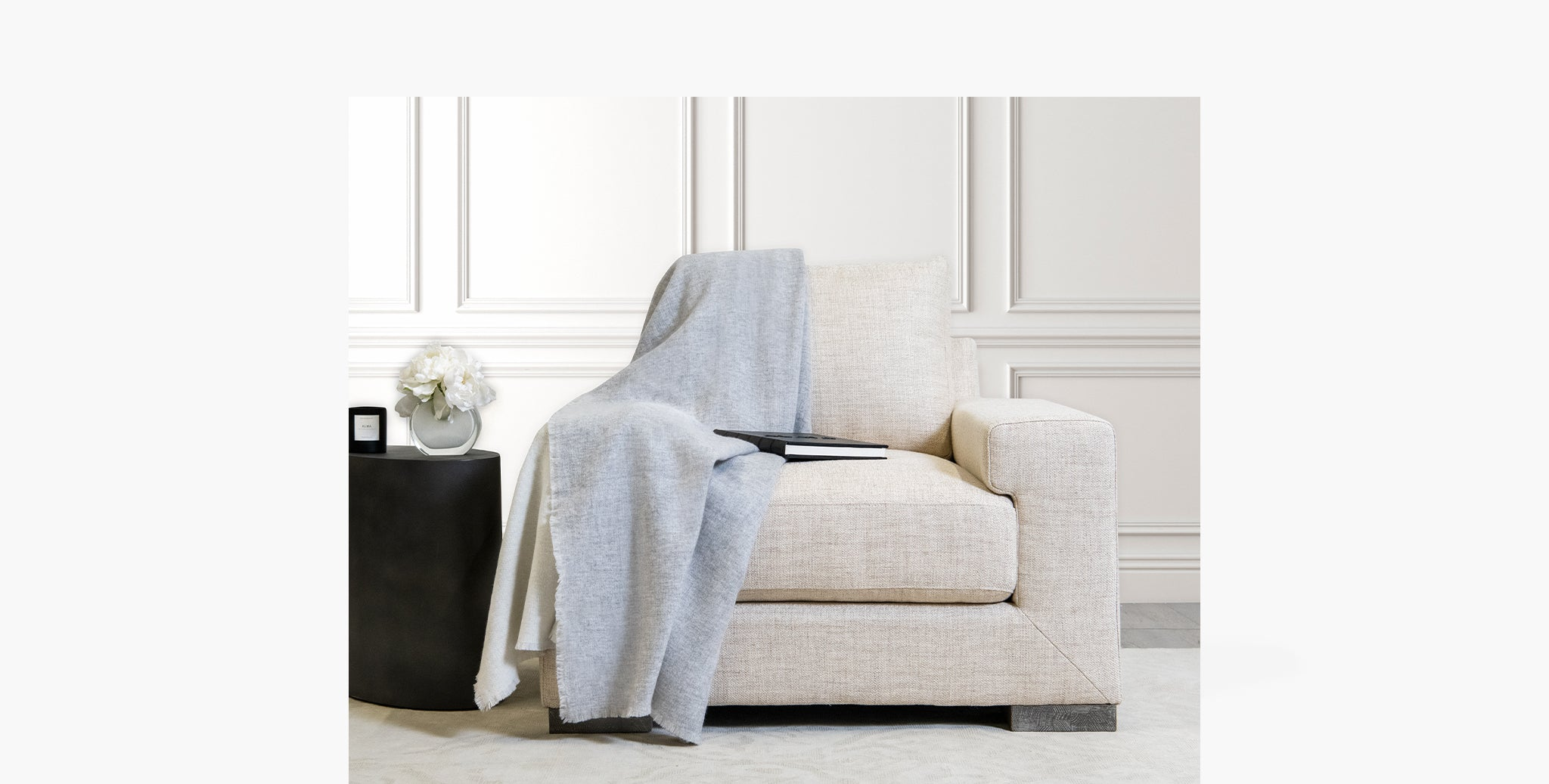 Double Sided Cashmere Throw - Grey / Ivory - thumbnail 3