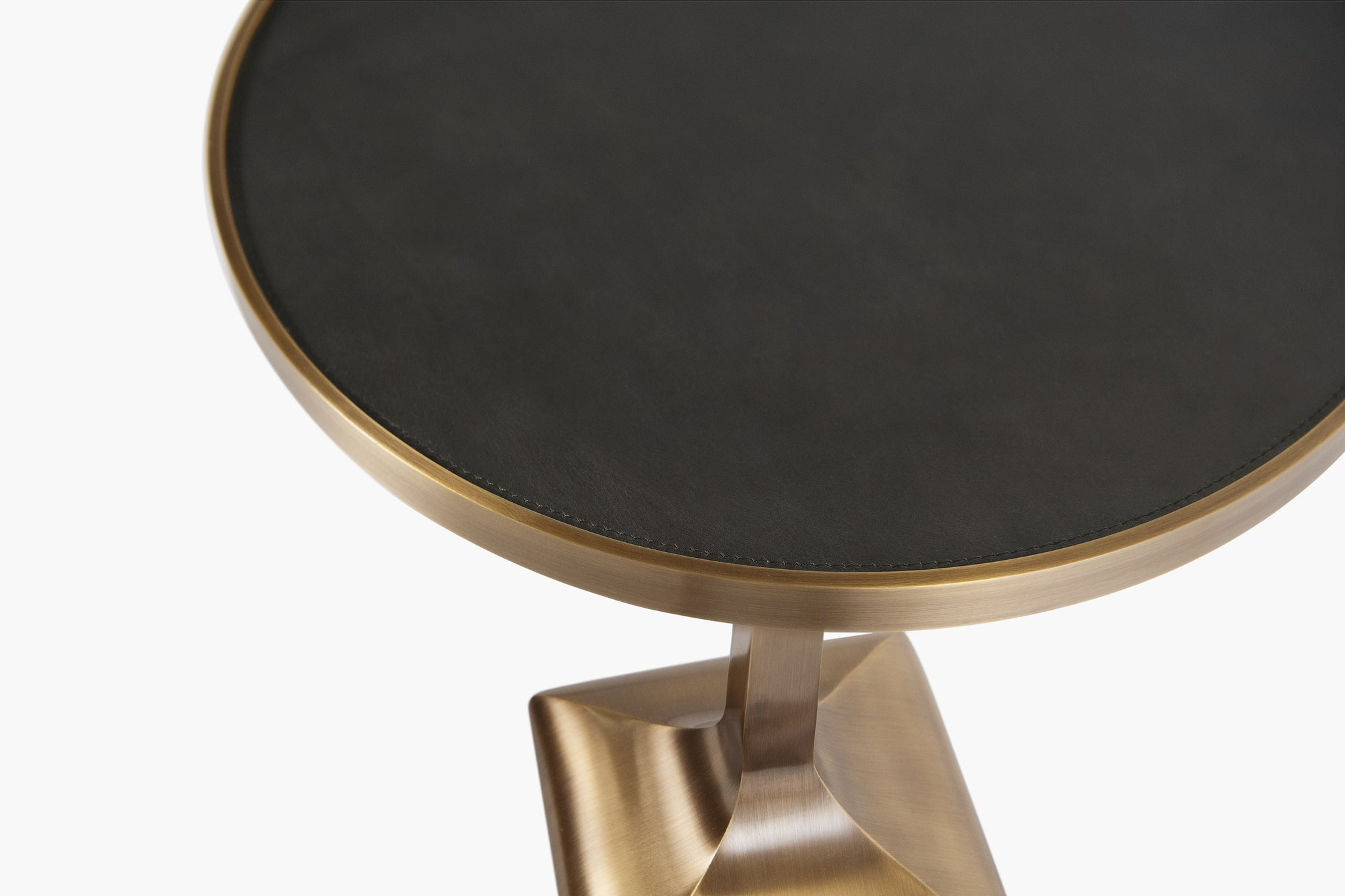 Piccolo Side Table with Square Base - thumbnail 3