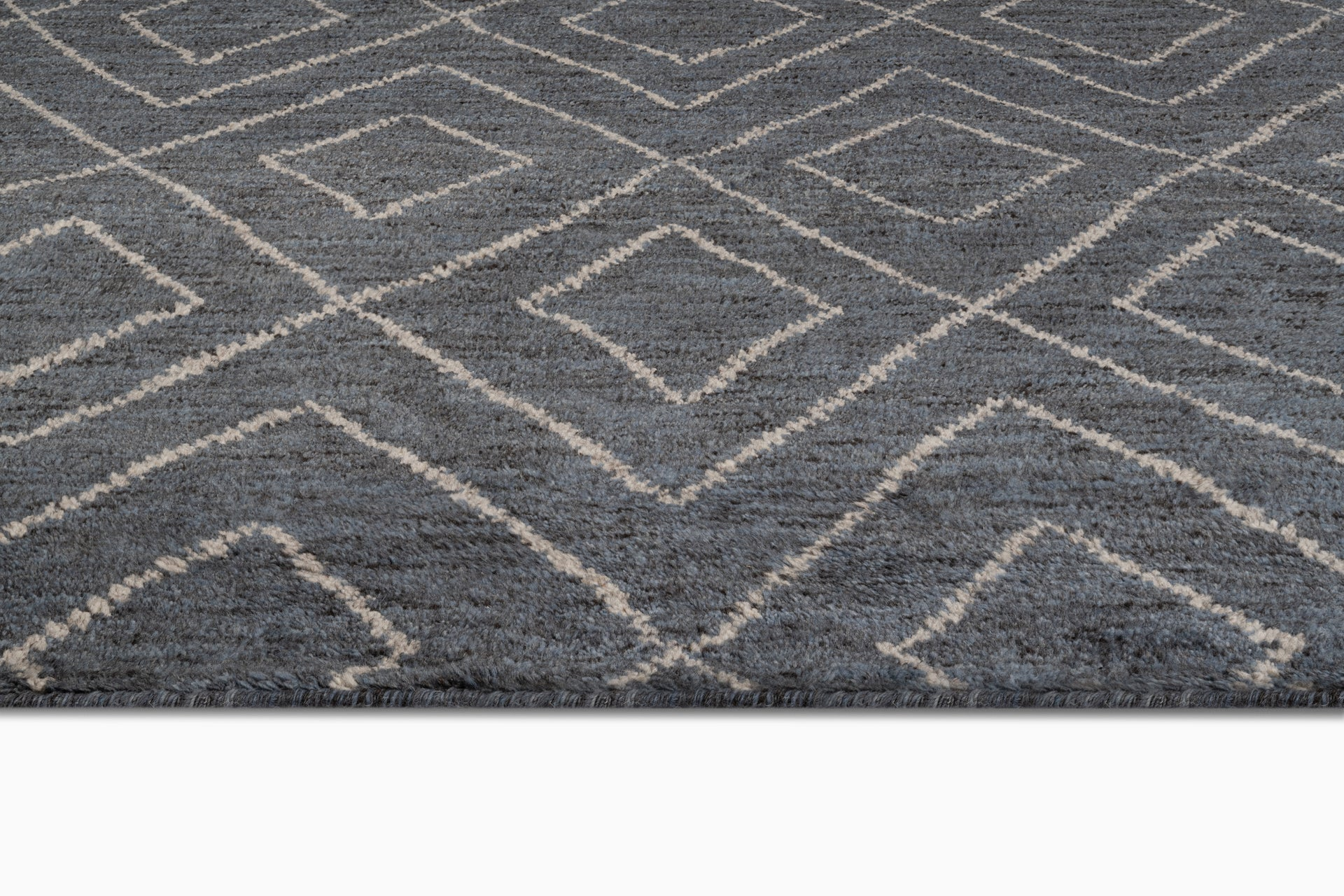 Double Diamond Moroccan Rug – Grey / White