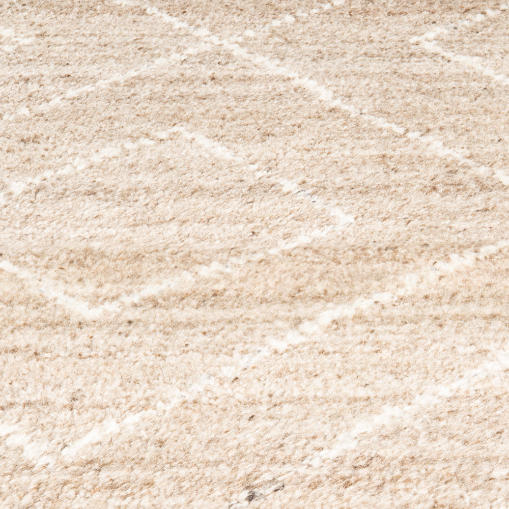 Color variant: Taupe