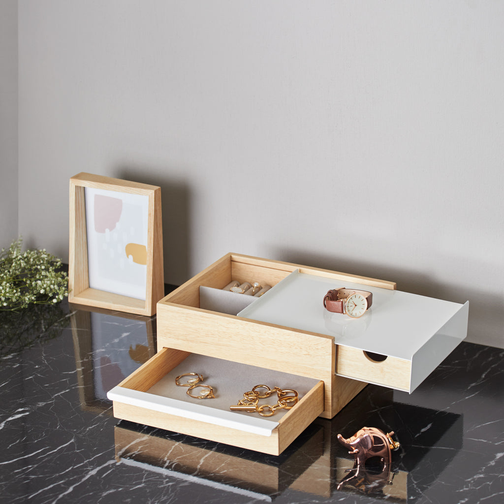 CLEAR TOP JEWELRY DISPLAY CASE WITH NATURAL COLOR LINEN PAD