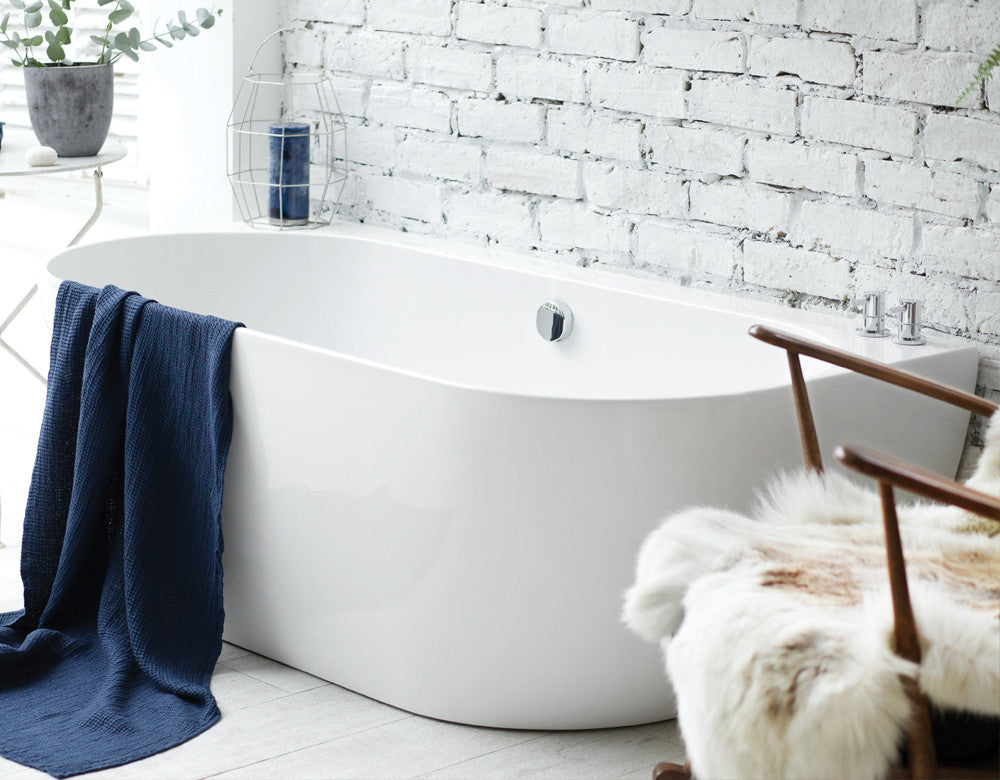Loche Back-to-Wall Bath