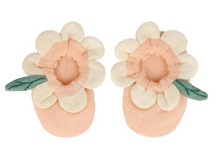 Load image into Gallery viewer, Peach Daisy Baby Booties - TREEHOUSE kid and craft