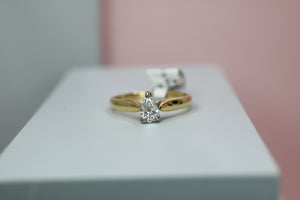 18ct Yellow Gold Diamond Engagement Ring - HJ2106