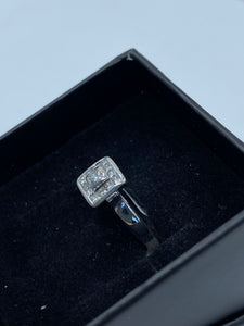 14ct White Gold & Diamond - HJ030