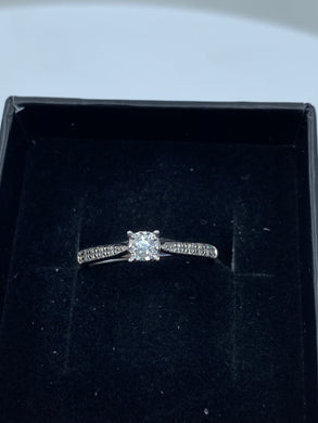 9ct White Gold & Illusion Set Diamond 0.16ct - HJ015