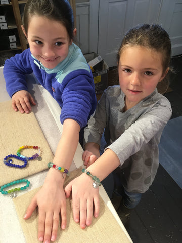 marthas-vineyard-kids-jewelry-craft-4