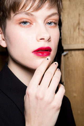 Backstage Beauty Trend We ♥ NO COLOR NAILS
