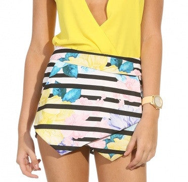 "CHIC ""Flowers of Paradise"" Skort Shorts"