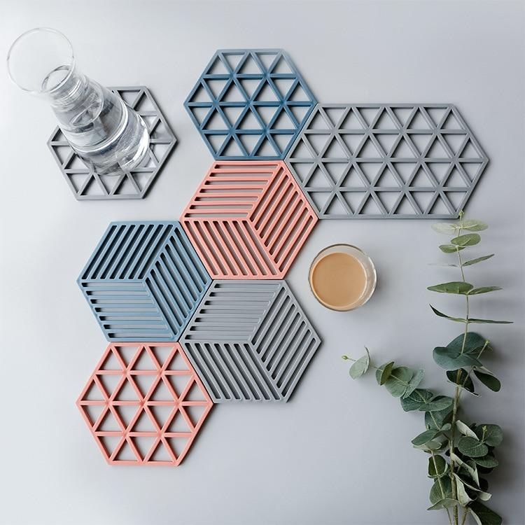 Blue Red Grid Hexagon Shape Silicone Non-slip Cup Mat