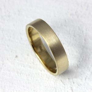 18k gold traditional wedding band ring
