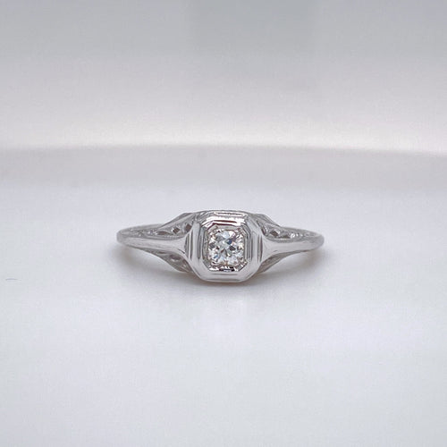 Ladies Petite Vintage Engagement Ring