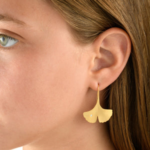 6373 - 14kt handmade matte yellow gold ginkgo leaf earring on a short wire