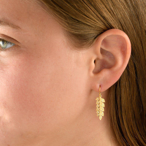 7025 - 14kt matte & shiny yellow organic wheat diamond drop earrings