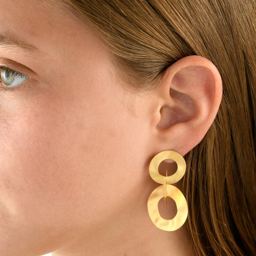 7471 - handmade silky matte satin 14kt yellow three circle dangle earrings. post and friction back.