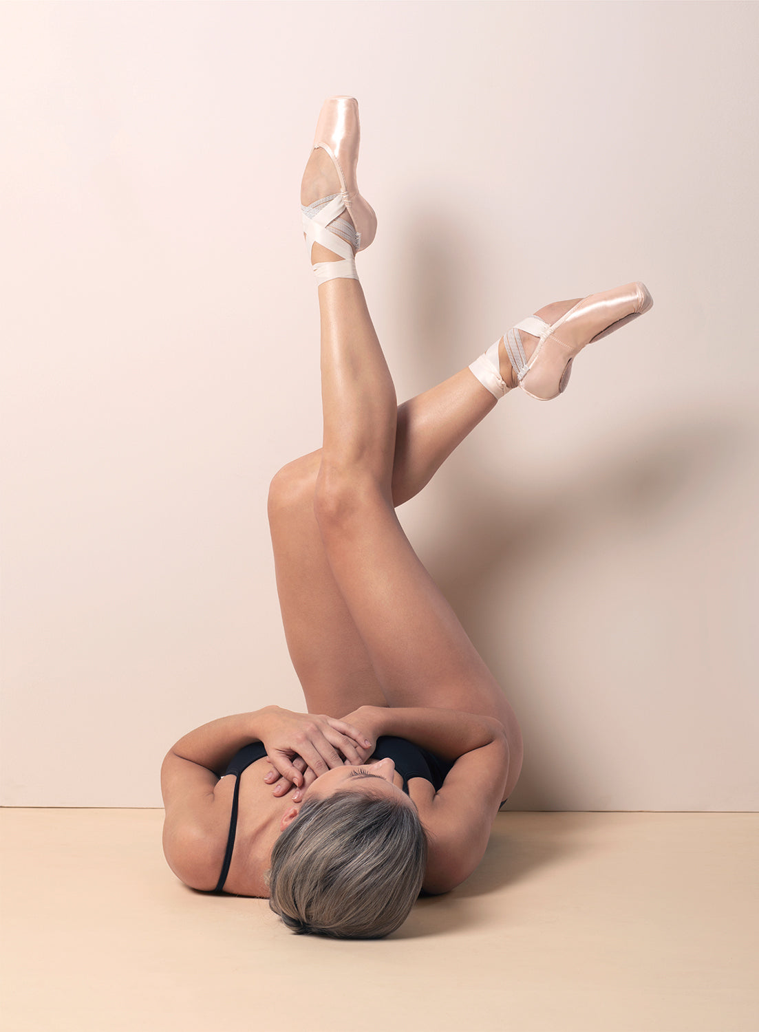 Ballet dancer Sasha Mukhamedov wearing BLOCH Pointe Shoes in the studio