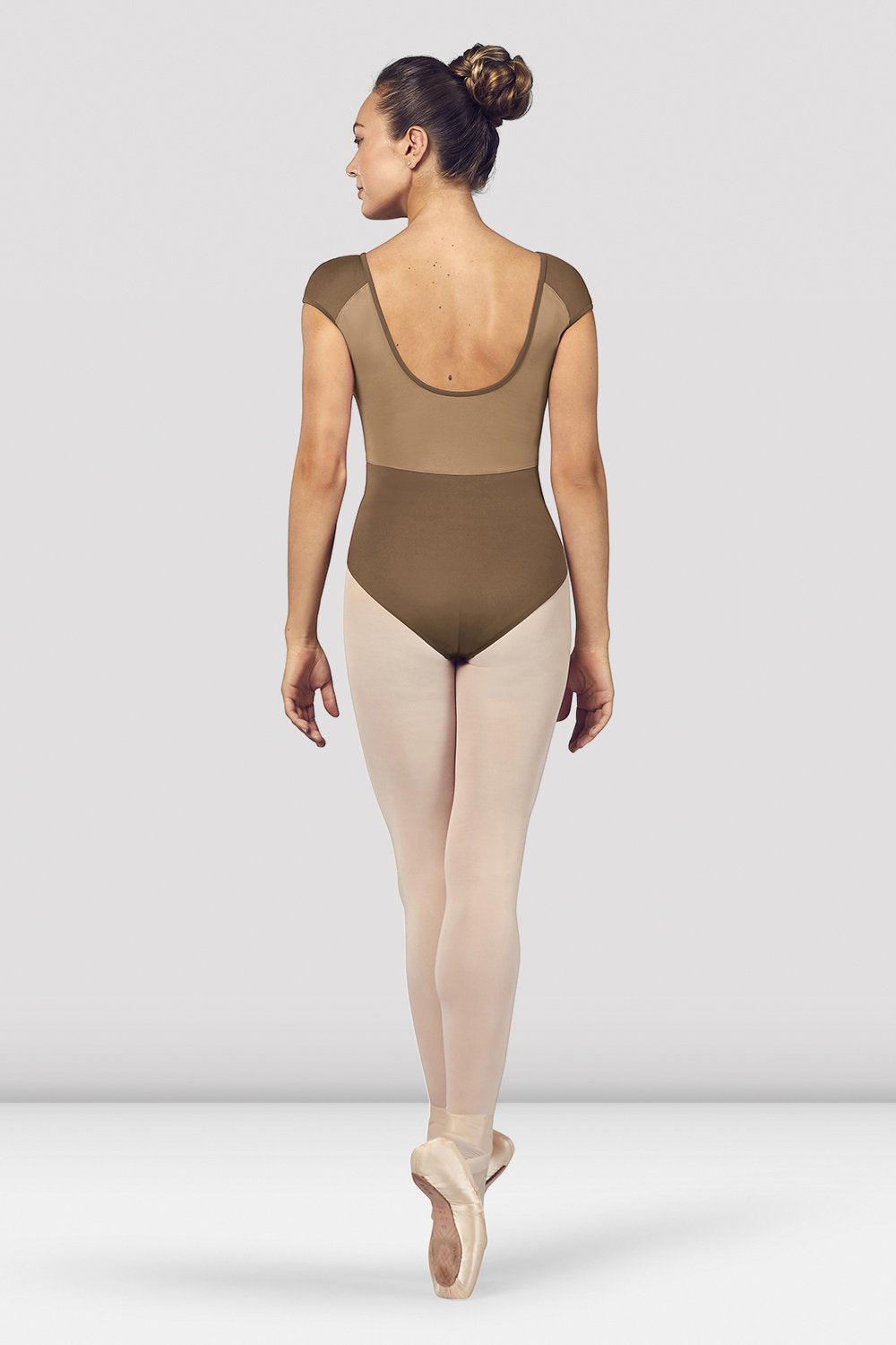 Praline Bloch Ladies Dhara Scoop Back Cap Sleeve Leotard on female model en pointe in fifth position facing back