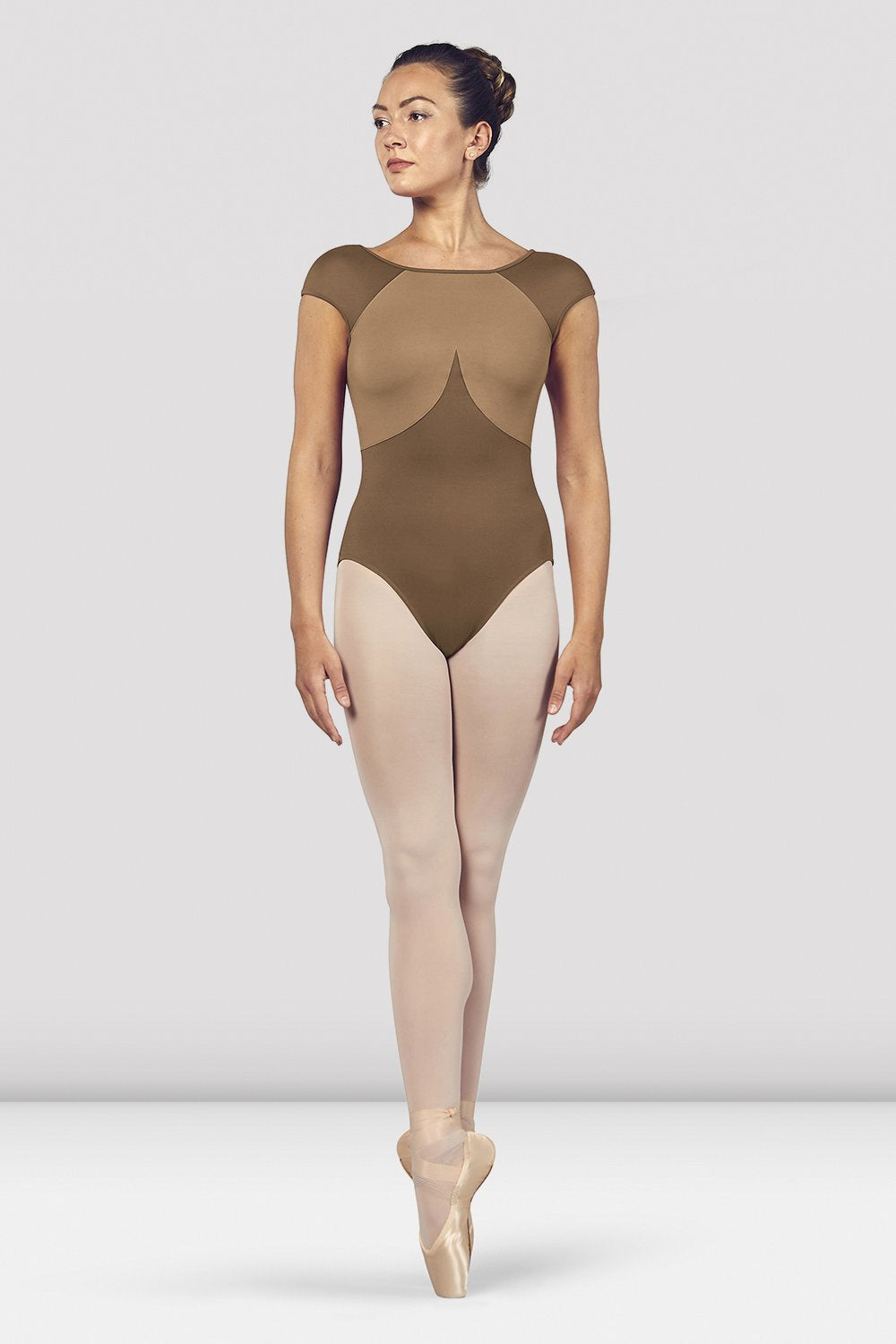 Praline Bloch Ladies Dhara Scoop Back Cap Sleeve Leotard on female model en pointe in fifth position