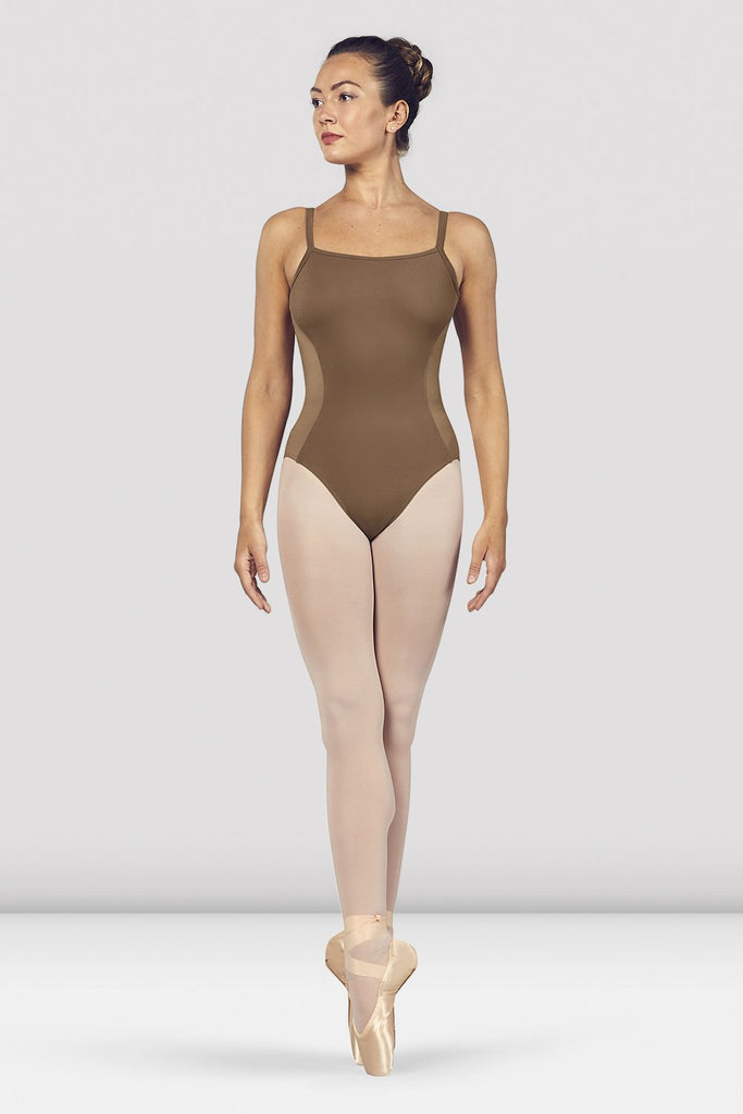Praline Bloch Ladies Naila Scoop Neck Open Back Camisole Leotard on female model en pointe in fifth position
