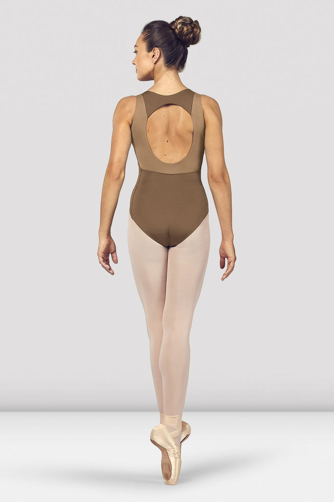 Praline Bloch Ladies Esrah Open Back Tank Leotard on female model en pointe in fifth position