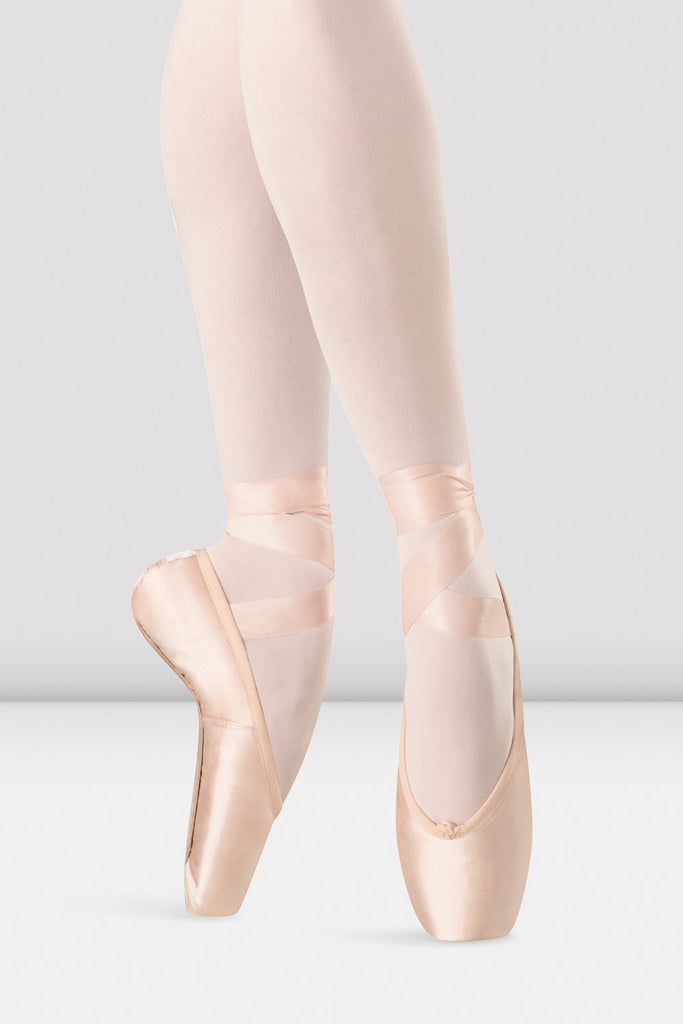 Pink satin Bloch Hannah Pointe Shoes on foot in fourth position en pointe
