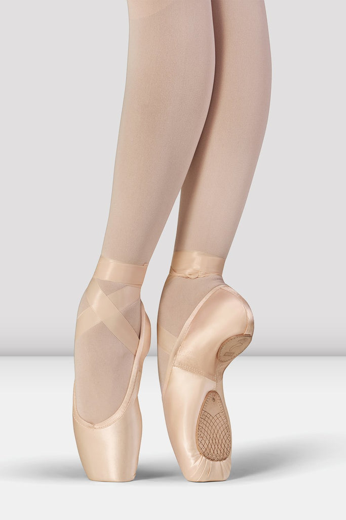 Pink Satin Bloch Elegance Stretch Pointe Shoes on foot in wide fifth position en pointe