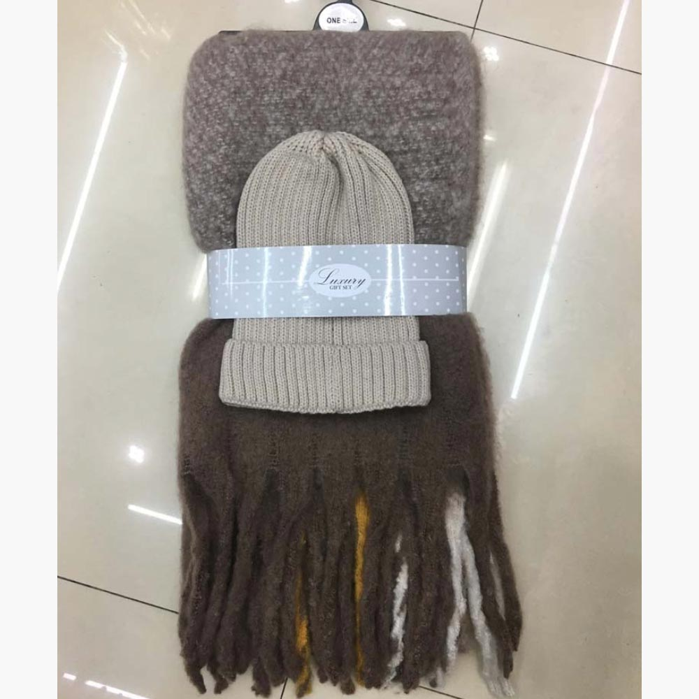 Label Accessories Cosy Scarf and Hat Set