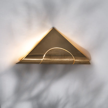 FURL WALL LIGHT TRIANGLE BRASS