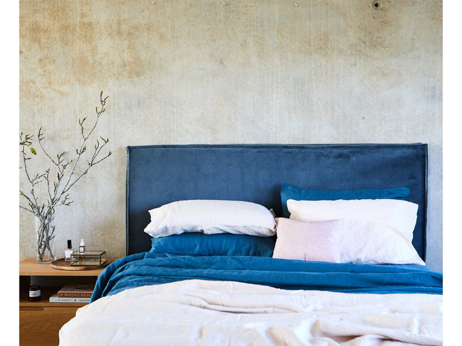 OLD FAITHFUL | BEDHEAD WITH VELVET SLIPCOVER