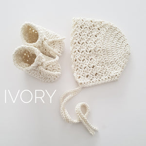 ivory-knitted-bonnet-and-booties