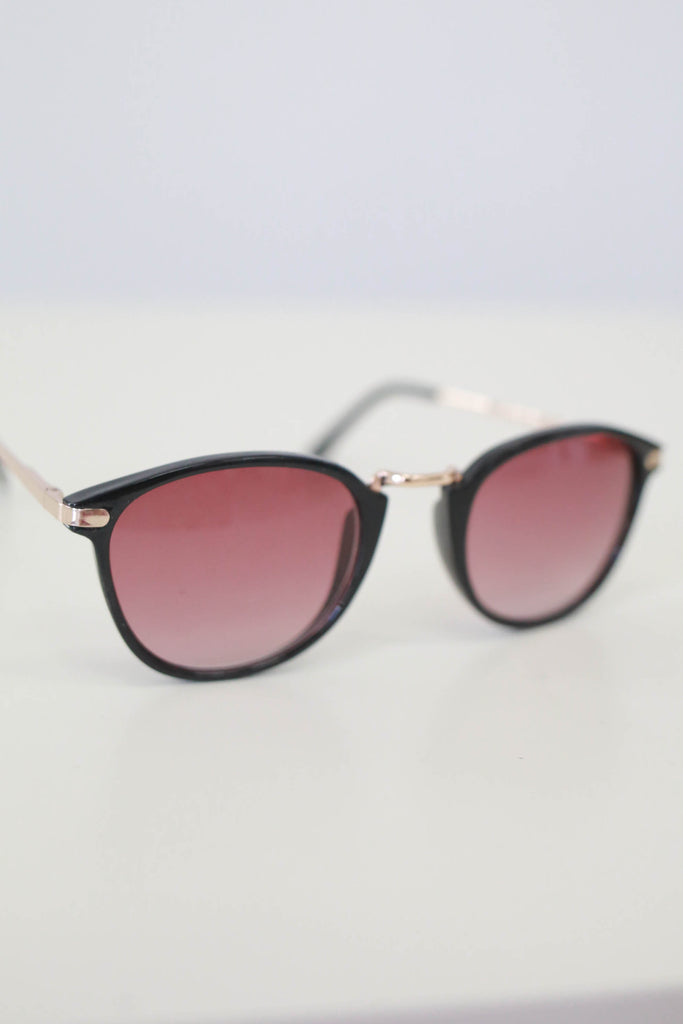 Tortoise Shell Plastic Frame Sunglasses - Online Clothing Boutique