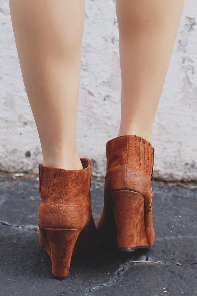 BOOTS - Online Clothing Boutique