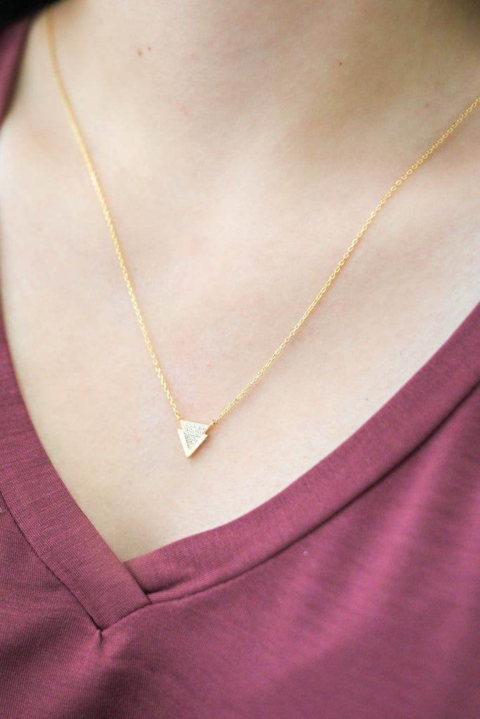 Arrow Necklace | Stylish & Affordable | UOI Online